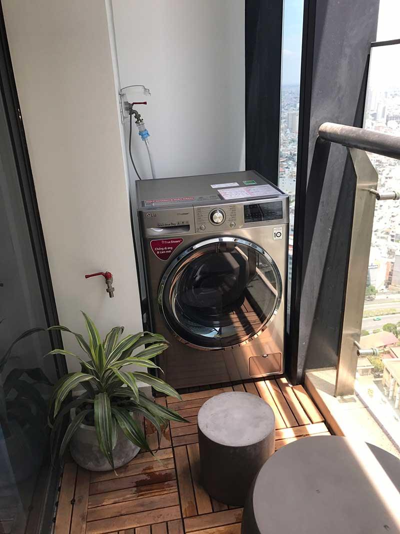 Ban công rộng đặt được máy giặt