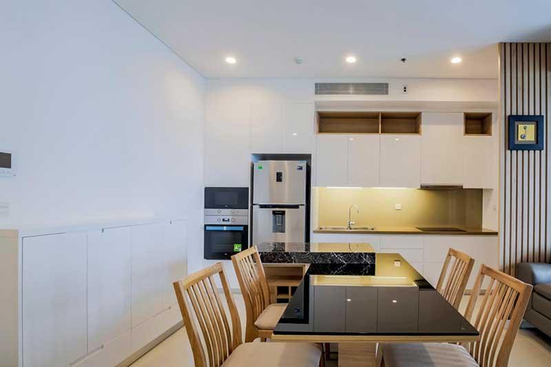 Bếp mở lại căn hộ Sarimi
