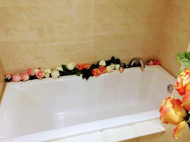 Bồn tắm nằm bên trong căn hộ Vinhomes Central Park 4 phòng ngủ