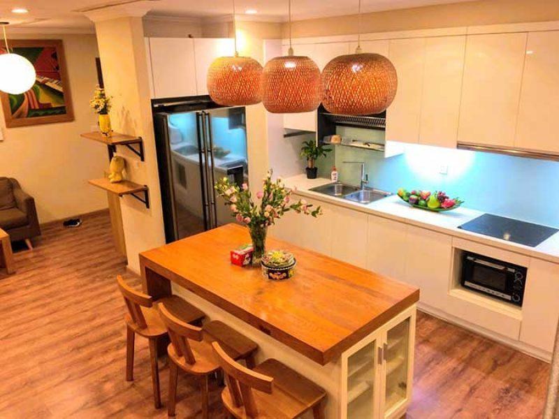 Bếp mở căn hộ 4 phòng ngủ Vinhomes