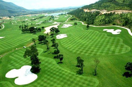 Quang cảnh tươi xanh của sân golf Rạch Chiếc