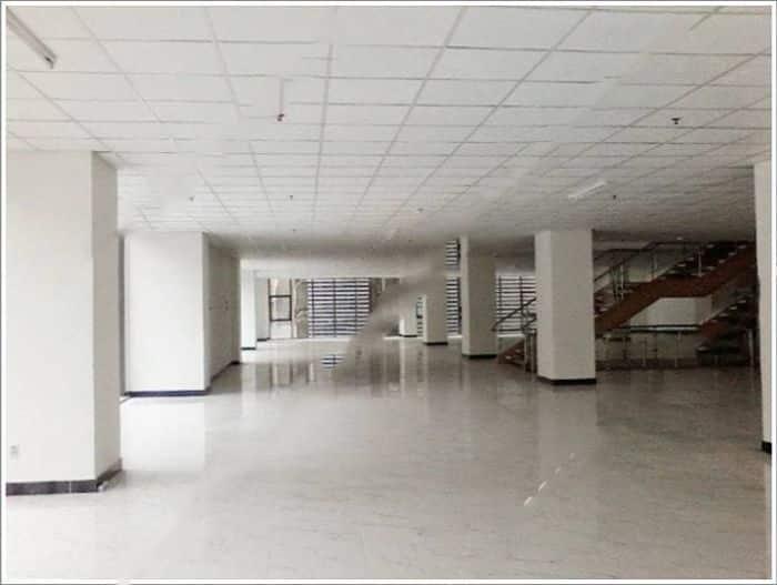 Không gian văn phòng cho thuê thoáng, rộng có đầy đủ hệ thống ánh sáng, điều hòa