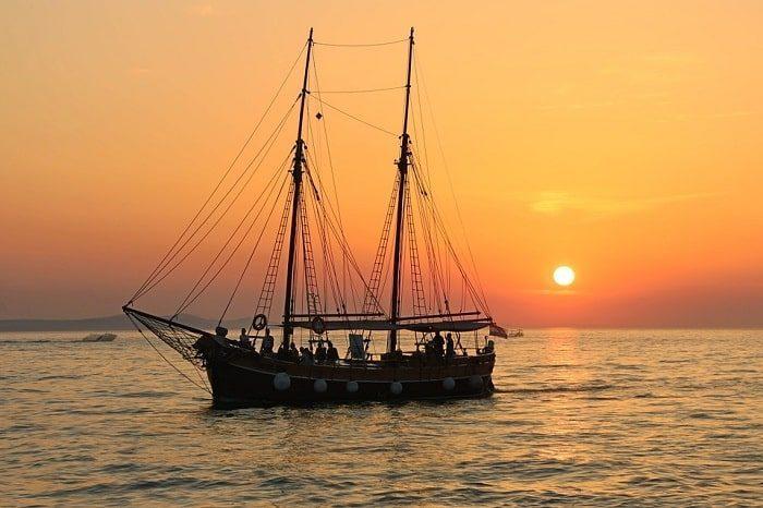 Thuyền buồm phong thủy cho gia chủ